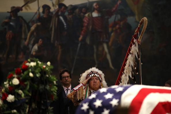 Minnesota「Sen. John McCain (R-AZ) Lies In State In The Rotunda Of U.S. Capitol」:写真・画像(18)[壁紙.com]