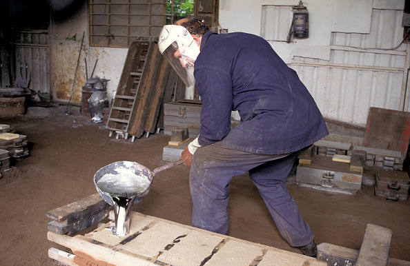 Nameplate「Molten metal is poured into the mould in the casting of a locomotive nameplate. C1993.」:写真・画像(3)[壁紙.com]