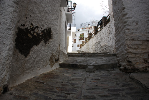 Approaching「Cobbled alley in Alpujarras, Granada, Andalusia, Spain」:スマホ壁紙(2)