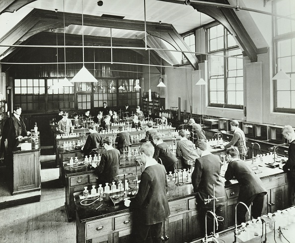 Chemical「Boys In A Chemistry Laboratory, Hackney Downs School, London, 1911.  Artist: Unknown.」:写真・画像(16)[壁紙.com]