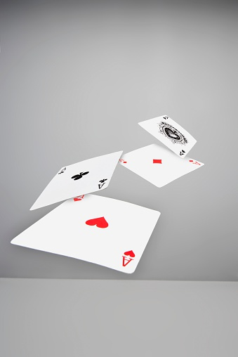 Economic fortune「Ace playing cards in mid-air」:スマホ壁紙(1)