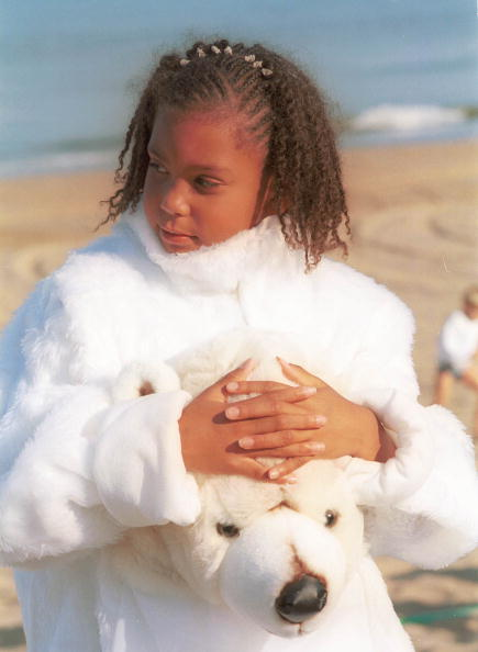 World Wildlife Fund「Cherelle Limoen 8 In Her Polar Bear Suit Takes A Rest During A World Wildlife Fund Initiative Alo」:写真・画像(1)[壁紙.com]