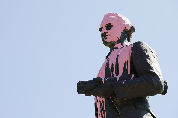 オーストラリア「James Cook Statue Vandalised In Protest Of Australia Day」:写真・画像(18)[壁紙.com]