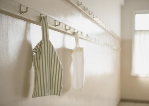 Reusable「Cotton bags hanging from hooks」:スマホ壁紙(13)
