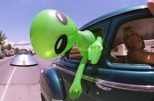 New Mexico「53rd annual UFO Encounter in Roswell, New Mexico」:写真・画像(1)[壁紙.com]
