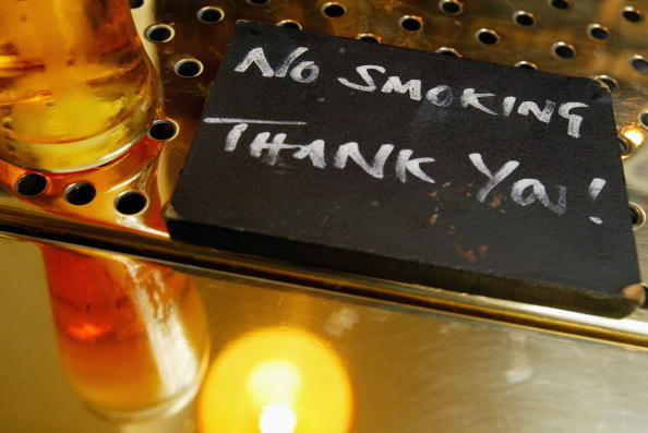 No Smoking Sign「Pubs and Restaurants Follow The Growing Trend For Smoke Free Areas」:写真・画像(19)[壁紙.com]