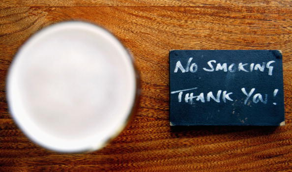 No Smoking Sign「Pubs and Restaurants Follow The Growing Trend For Smoke Free Areas」:写真・画像(17)[壁紙.com]