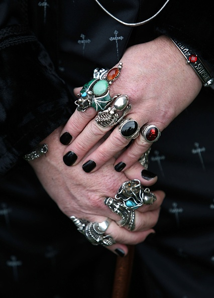 Hand「Goths Join Forces For The Annual Gothic Weekend」:写真・画像(1)[壁紙.com]
