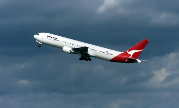 Responsibility「The Qantas Australia 767 jet takes off for Welling」:写真・画像(2)[壁紙.com]