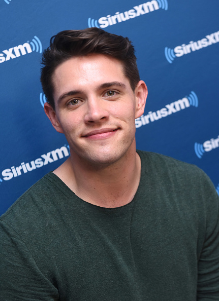 Casey Cott「SiriusXM's Entertainment Weekly Radio Broadcasts Live From Comic Con in San Diego」:写真・画像(2)[壁紙.com]