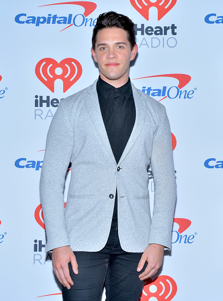 Casey Cott「2017 iHeartRadio Music Festival - Night 2 - Red Carpet」:写真・画像(8)[壁紙.com]