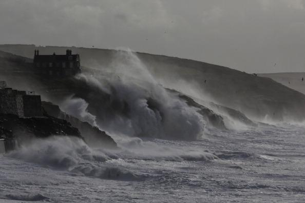 波「Fresh Storms Hit The South West Coast Of The UK」:写真・画像(18)[壁紙.com]