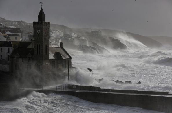 波「Fresh Storms Hit The South West Coast Of The UK」:写真・画像(14)[壁紙.com]