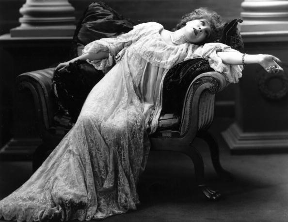 Females「Bernhardt Reclines」:写真・画像(6)[壁紙.com]