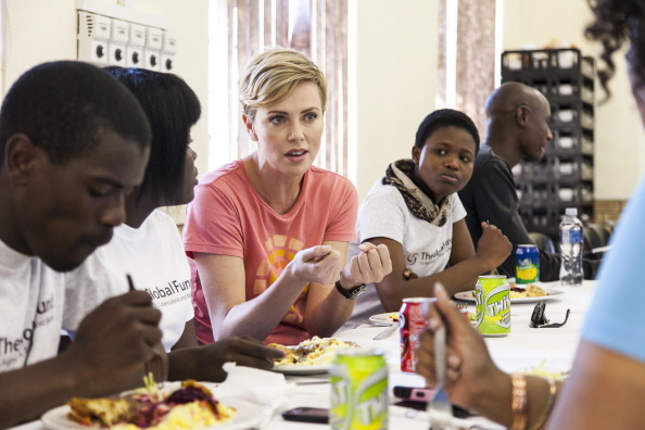 Women's Soccer「Charlize Theron Global Fund Visit」:写真・画像(10)[壁紙.com]