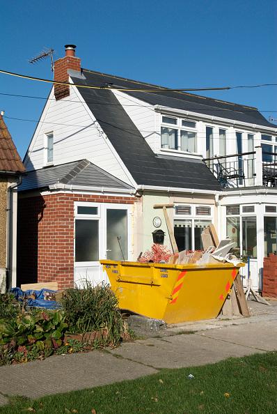 Empty「Rubble in skip outside semi detached house, Felixstowe, Suffolk, UK」:写真・画像(18)[壁紙.com]