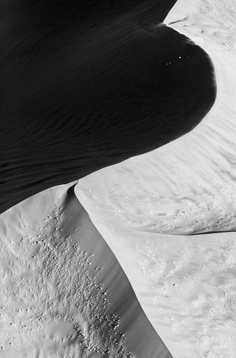 Lost「Stark black and white moonscape sand dune. Aerial view, Sossusvlei,  Namib-Naukluft National Park, Namibia」:スマホ壁紙(2)