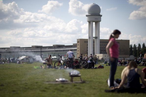 Public Park「Referendum To Determine Tempelhof Park Future」:写真・画像(10)[壁紙.com]