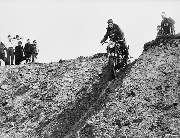 Slippery「Downhill Slope」:写真・画像(0)[壁紙.com]