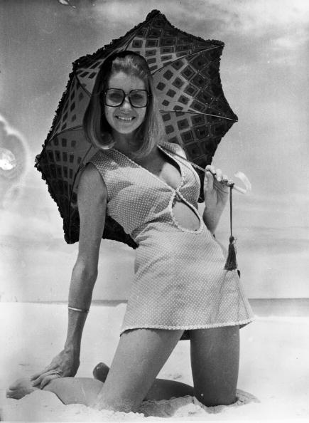 Umbrella「Beach Girl」:写真・画像(14)[壁紙.com]