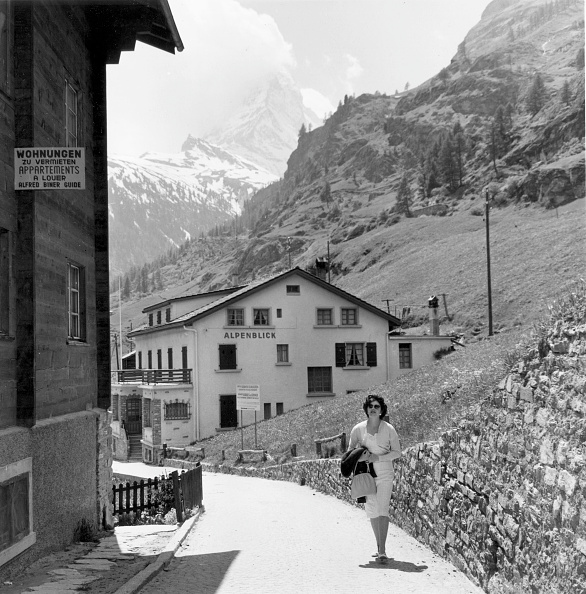 Pennine Alps「Chalet At Zermatt」:写真・画像(4)[壁紙.com]