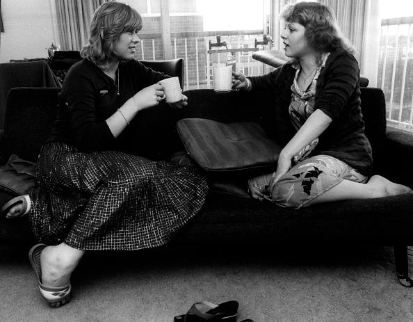 Two People「Suzanne Dando」:写真・画像(16)[壁紙.com]