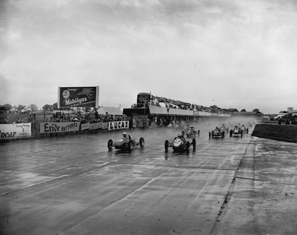 Motorsport「Racing In The Rain」:写真・画像(0)[壁紙.com]
