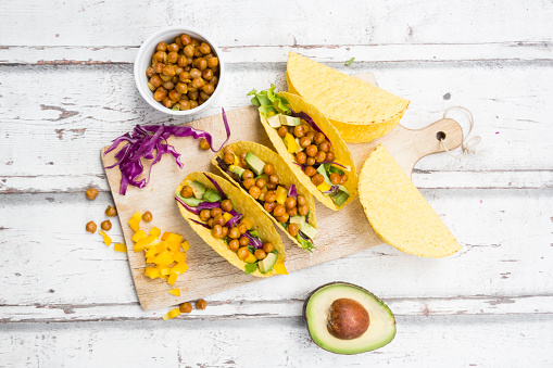 Taco「Vegetarian tacos filled with in curcuma roasted chick peas, yellow paprika, avocado, salad and red cabbage」:スマホ壁紙(11)