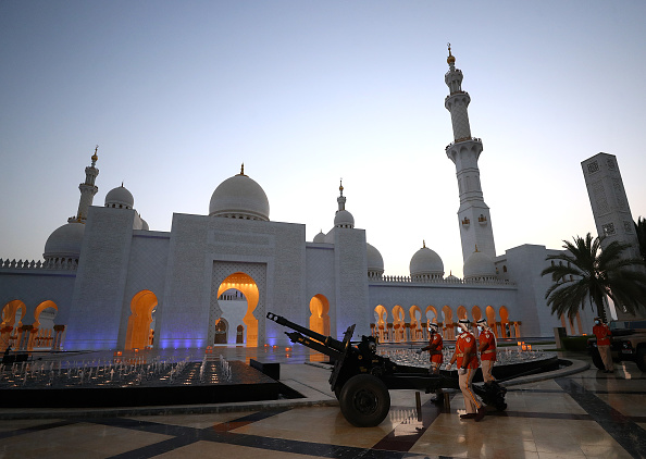 Francois Nel「Ramadan Cannon Firing at Sheikh Zayed Grand Mosque」:写真・画像(13)[壁紙.com]