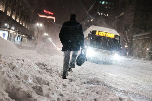 雪「Massive Winter Storm Brings Snow And Heavy Winds Across Large Swath Of Eastern Seaboard」:写真・画像(15)[壁紙.com]