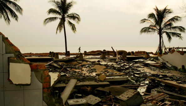2004 Indian Ocean Earthquake and Tsunami「Volunteers Help Rebuild Tsunami Damaged Villages」:写真・画像(17)[壁紙.com]