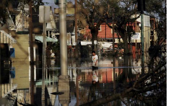 Ninth Ward「Conditions Remain Grim In Aftermath Of Katrina」:写真・画像(3)[壁紙.com]