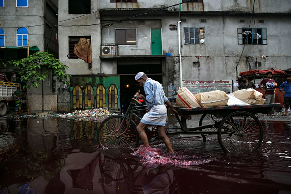 River「Bangladesh Battles With Pollution Along The Buriganga River」:写真・画像(11)[壁紙.com]