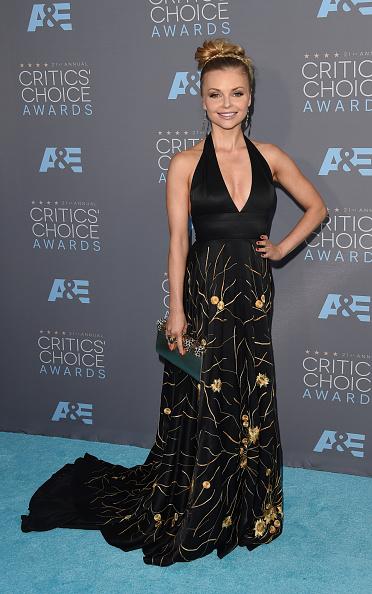 Halter Top「The 21st Annual Critics' Choice Awards - Arrivals」:写真・画像(3)[壁紙.com]