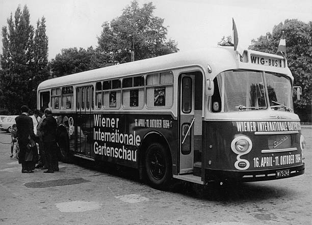 The So-Called Wig Bus Takes Visitors To The Vienna International Garden Exhibition On Wig Terrain At The Donaupark. Vienna 22. April 1964. Photograph.:ニュース(壁紙.com)