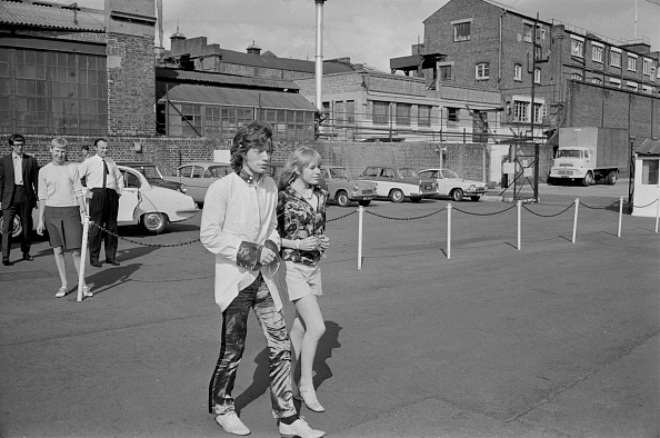 Victor Blackman「Jagger Flies To Ongar」:写真・画像(5)[壁紙.com]