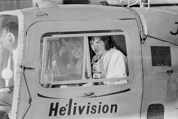 Victor Blackman「Jagger Flies With Faithfull」:写真・画像(1)[壁紙.com]