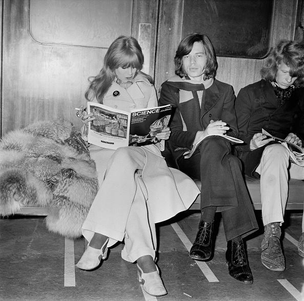 Celebrities「Jagger And Faithfull At Heathrow」:写真・画像(5)[壁紙.com]