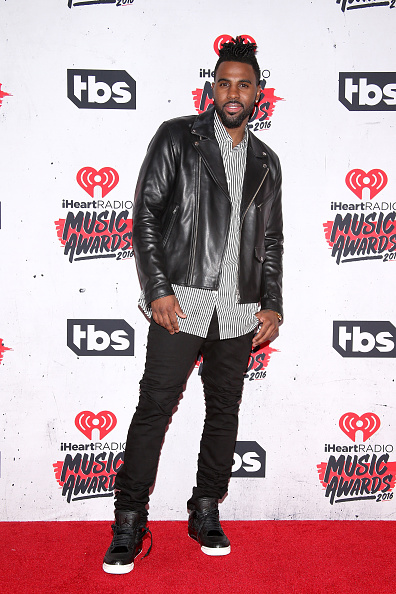Leather Jacket「iHeartRadio Music Awards - Press Room」:写真・画像(8)[壁紙.com]