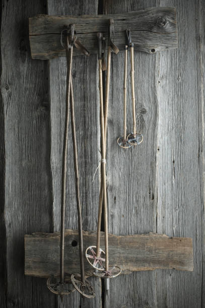 Old ski poles hanging on rustic wooden wall:スマホ壁紙(壁紙.com)