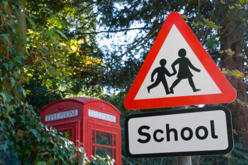 Female Likeness「School crossing sign, telephone box in background」:スマホ壁紙(14)