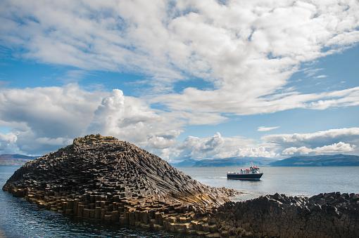 Basalt「A boat anchored off Staffa」:スマホ壁紙(18)