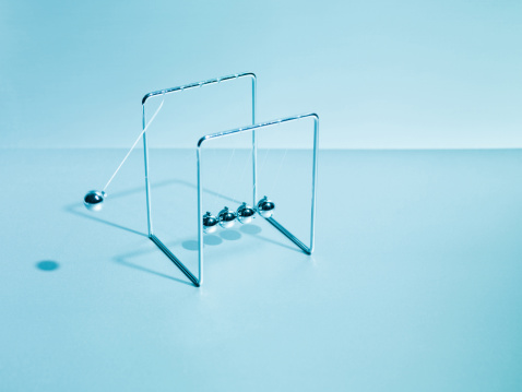 Continuity「Newton's cradle swinging」:スマホ壁紙(15)