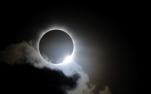 Eclipse「Solar Eclipse Draws Crowds To North Queensland Vantage Points」:写真・画像(1)[壁紙.com]