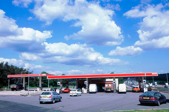 2002「Petrol Station at Rownhams Services on M27 Motorway」:写真・画像(19)[壁紙.com]