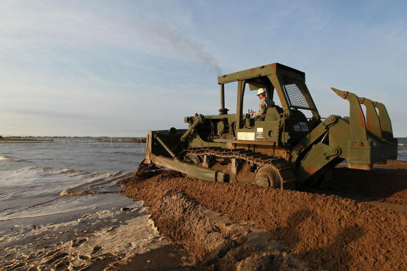 Earthenware「Gulf Oil Spill Begins To Reach Land As BP Struggles To Contain Leak」:写真・画像(14)[壁紙.com]