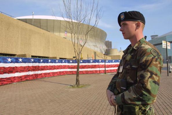 Beret「Louisiana National Guardsman David Vanlangendonck Stands Guard Outside The Superdome Duri...」:写真・画像(4)[壁紙.com]