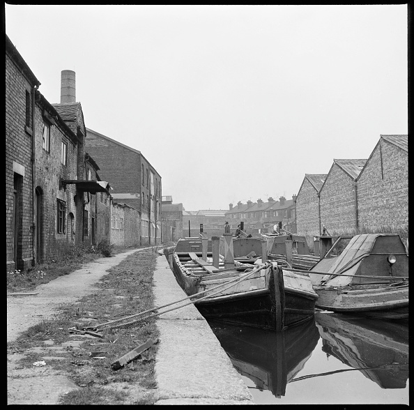 Moored「Barges On The Trent & Mersey Canal」:写真・画像(8)[壁紙.com]