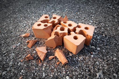 Work luck「Accident. Broken brick.」:スマホ壁紙(2)