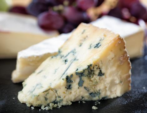 Cheddar Cheese「Ripe Stilton on cheeseboard」:スマホ壁紙(12)